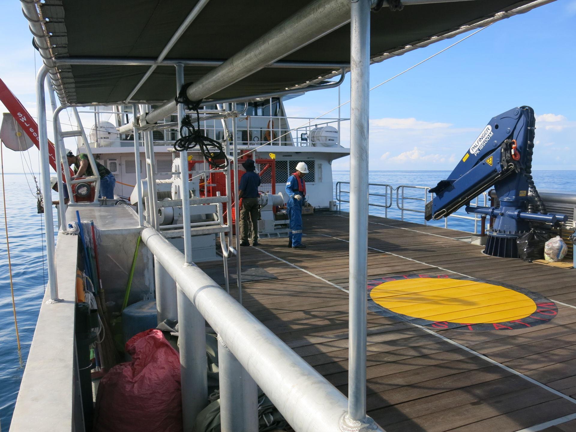 boat-opndeckstill