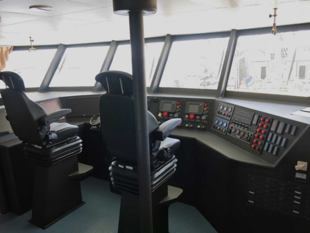 boat-dashboard-behind